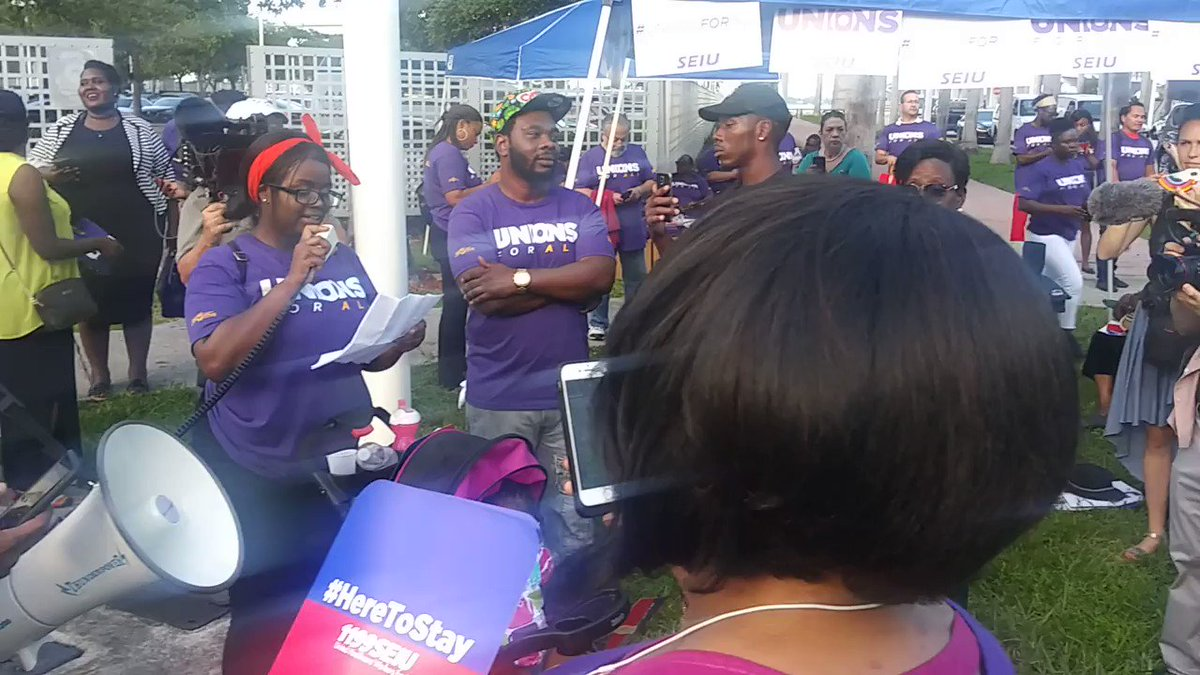 Orlando #McDonalds worker Jamelia speaks outside of the Democratic presidential debate about her experiences of sexual harrassment at her McDonald's and how a union would help her address these issues. #UnionsForAll #FightFor15