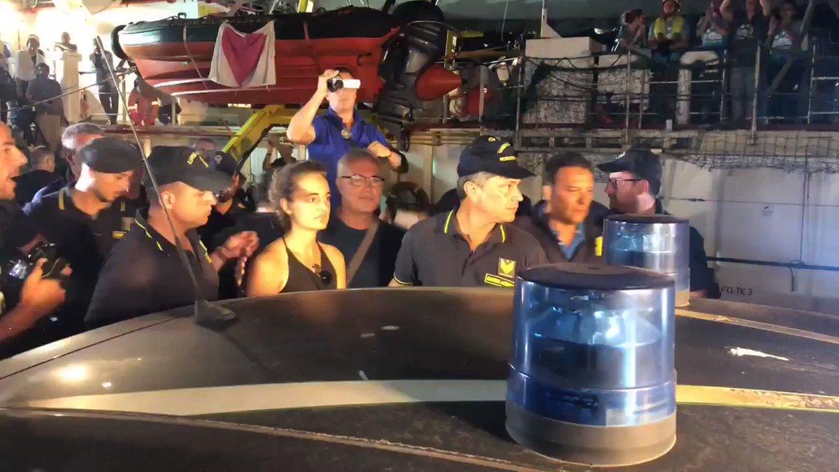 ++ In stato di fermo Carola Rackete, la comandante della #SeaWatch3