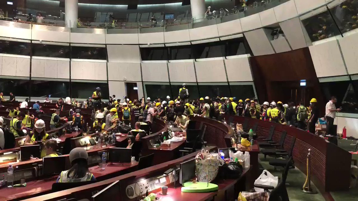 11:30 pm, protesters still occupying the main legislative chamber inside the Legislative Council building of Hong Kong. Some argue to stay, others argue to leave. The fact that I'm writing this tweet from inside this room is surreal. #hongkong