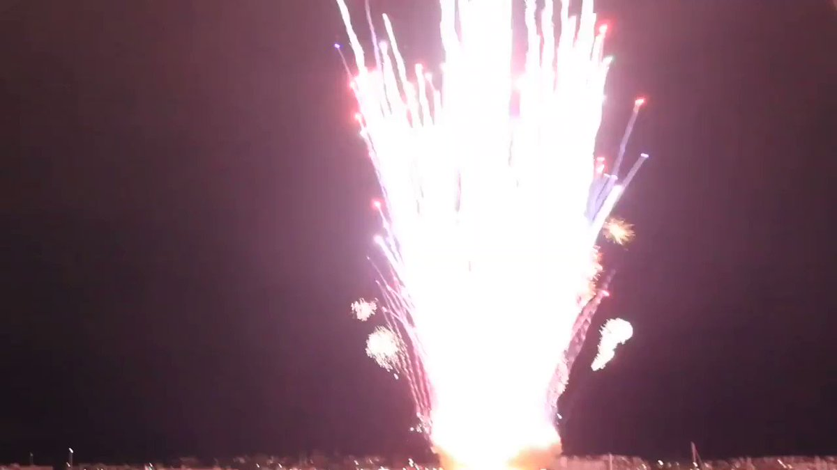 today is the 7th anniversary of san diego accidentally setting off their entire show at the same time, resulting in the funniest and most efficient fireworks show ever (CAUTION: LOUD 😂)