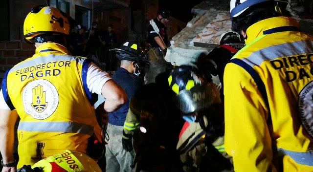 Así avanza la labor de búsqueda de la persona desaparecida, al parecer una menor de edad, tras el colapso de un edificio residencial en Medellín → http://bit.ly/2RXaocv #VocesySonidos