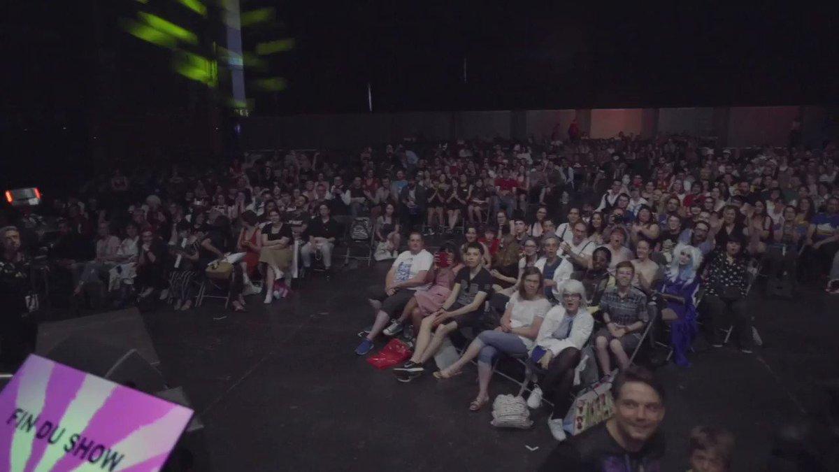 😱 Vous étiez environ 3000 à la conférence spéciale 10 ans pour #LeVisiteurDuFutur  !!! Merci aux super cosplays et à tous ceux qui sont venus nous voir. #JapanExpo2019