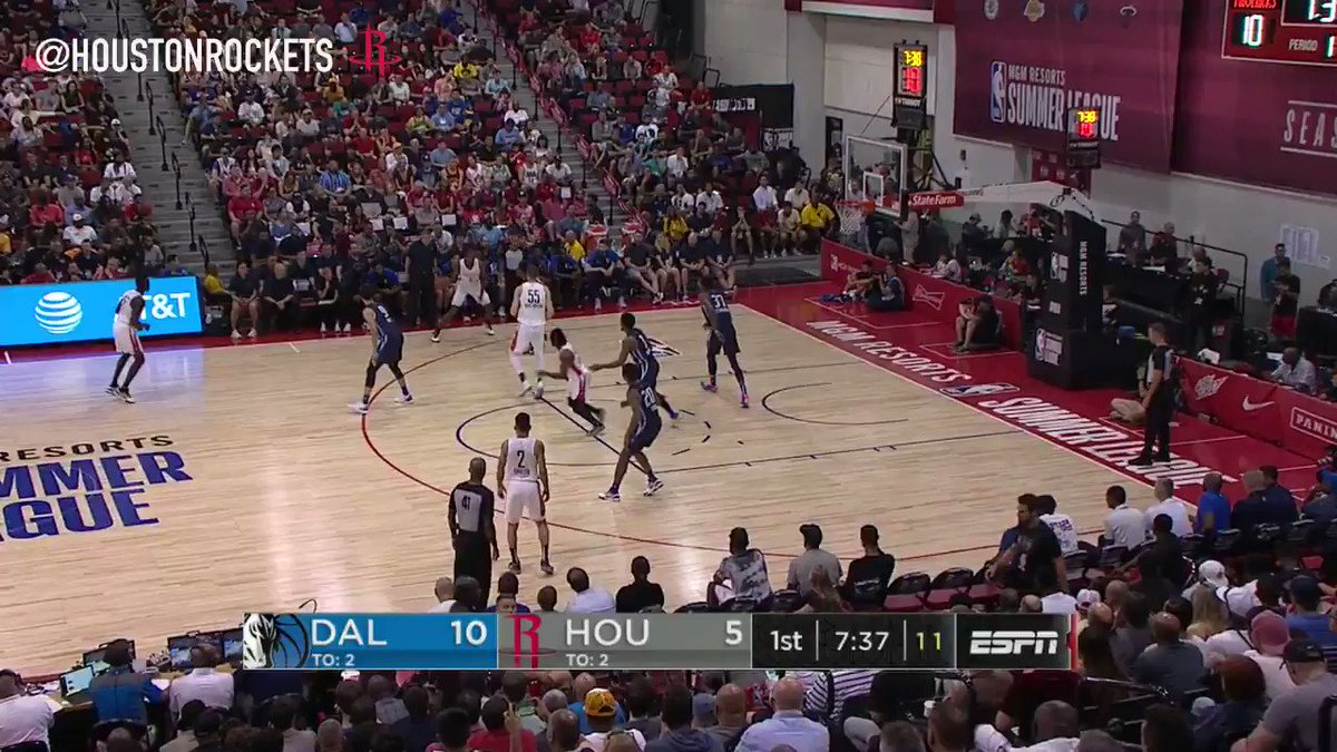 """👀 5'9"""" Chris Clemons threw down an alley-oop dunk & knocked down 7 3PTS during his 25-PT #NBASummer debut with the @HoustonRockets!!"""