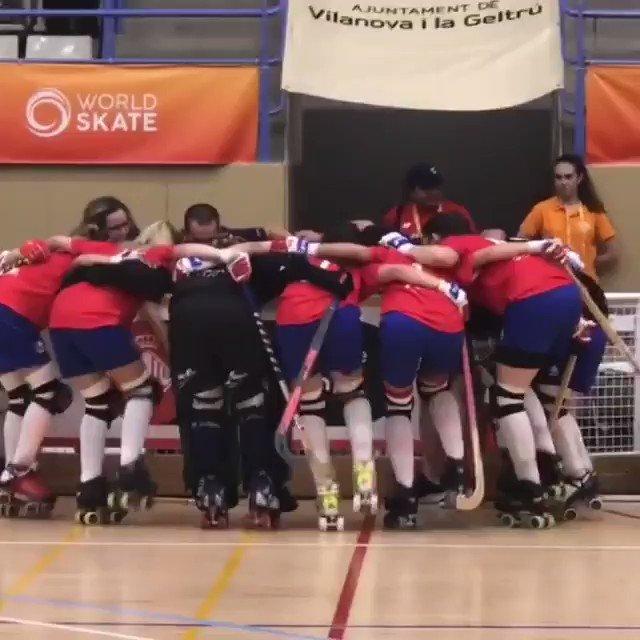 ¡Graaaaande Marcianitas! Chilenas 🇨🇱 vencieron 3-1 a Suiza 🇨🇭 y avanzaron a cuartos de final de los World Roller Games de Barcelona 2019 🇪🇸 ¡Felicitaciones 👏😎👍💪! #ChileCompite 🎬 Vidova #WRG2019 #HockeyPatines