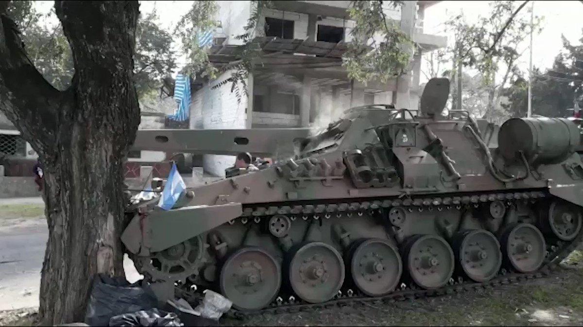 Paraná: un tanque se quedó sin frenos y chocó contra un árbol