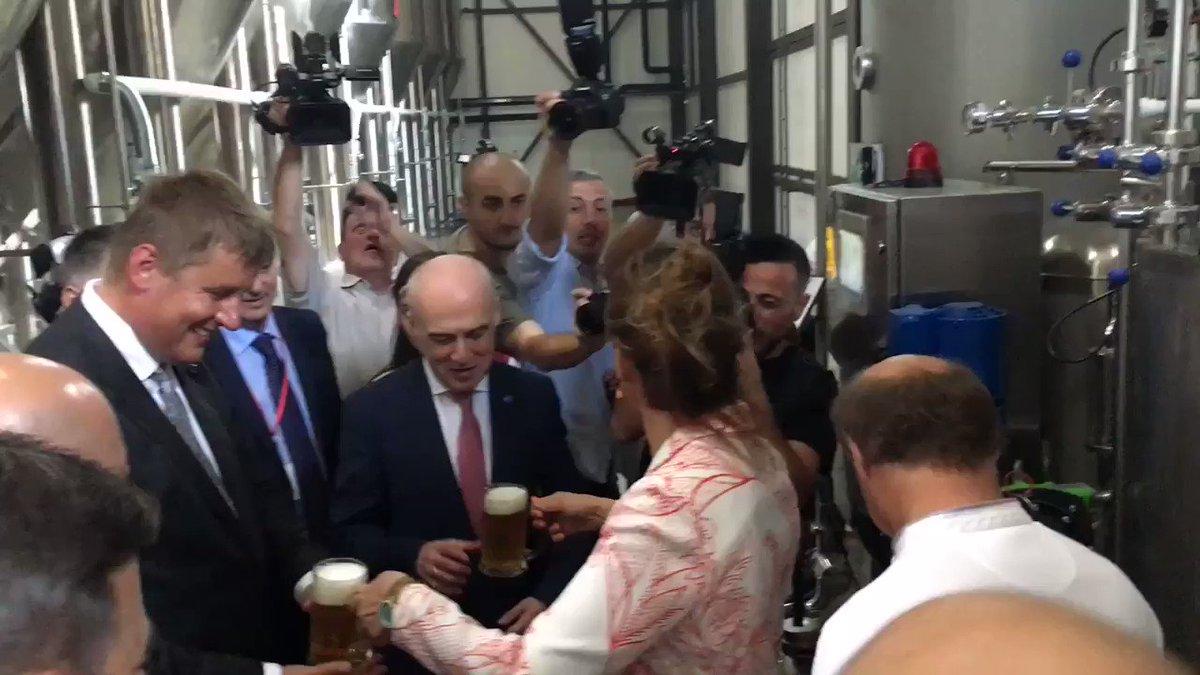 Ministr zahraničí @TPetricek podpořil české investice v Gruzii otevřením pivovaru Ludi Batumuri za přítomnosti ministra zahraničí @DZalkaliani, primátora Batumi a majitelky a správcové pivovaru paní Janelidze. Pivovar byl vybaven českými firmami Chlazení Brno a Bílek filtry. https://t.co/MYVxfZcis2