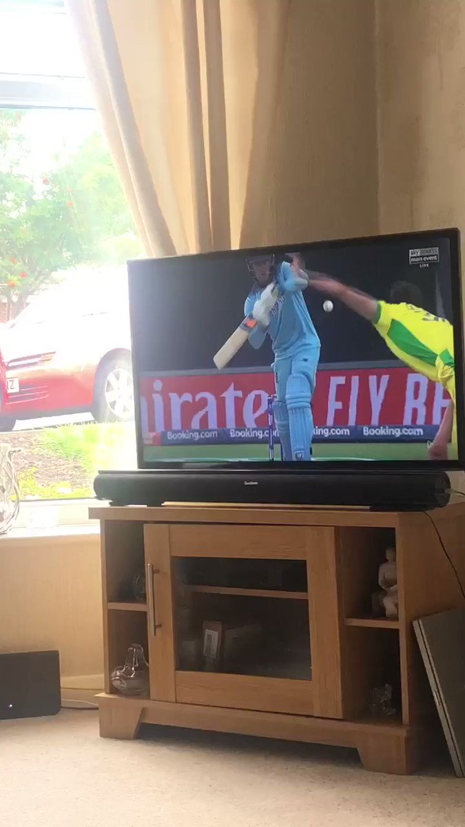 @ICC village umpires wouldn't even have given this out! Absolute dreadful decision#ENGvAUS #CricketWorldCup19