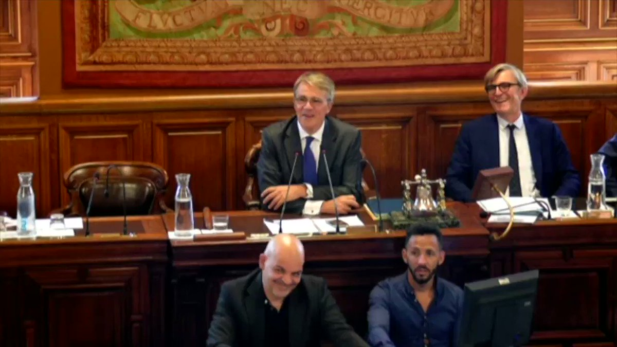 Image for the Tweet beginning: Au #ConseilDeParis, @A_Vesperini plaide en