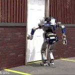 どっちが勝る?世界各国の二足歩行ロボットが普通のドアと対戦した結果!
