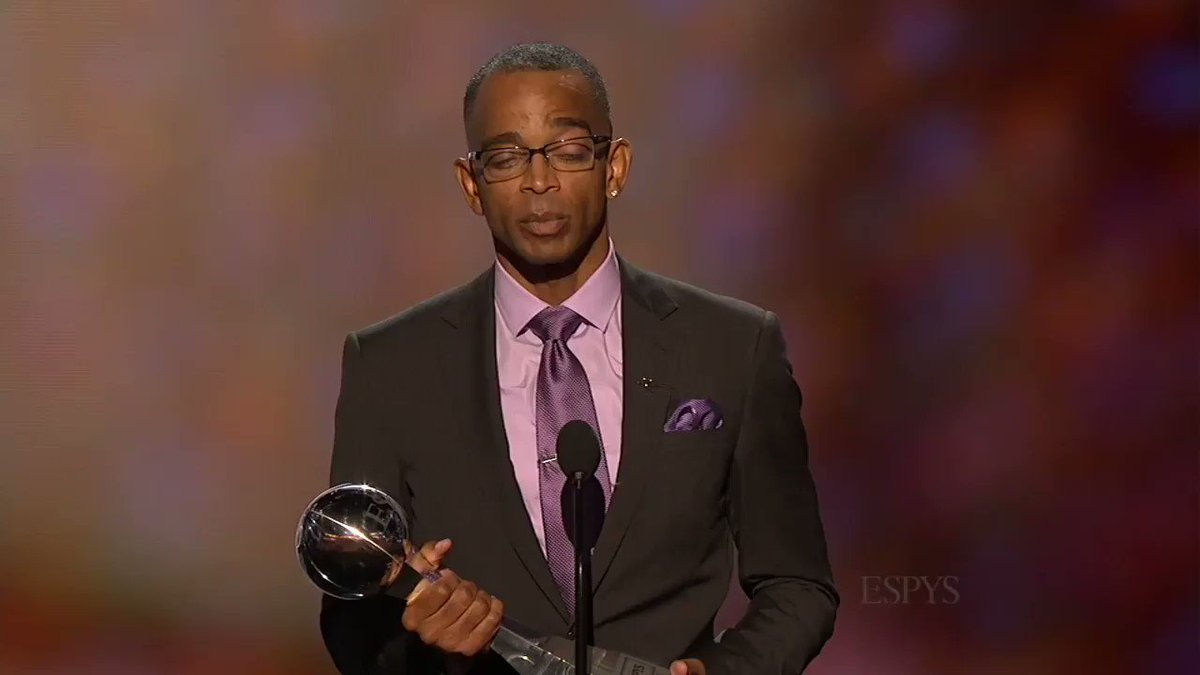 5 years ago, Stuart Scott gave the speech of a lifetime. If this doesn't get to you, you don't have a heart. RIP, sir.