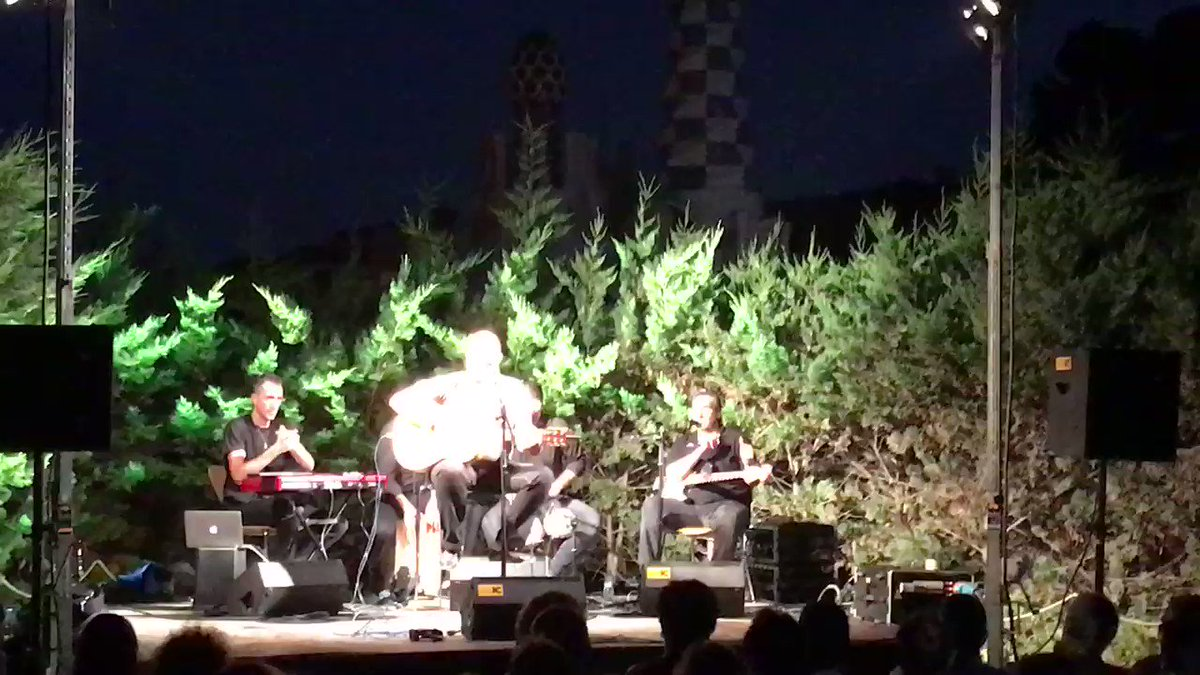 Dans un parc de Barcelone ce soir, un concert de rumba. #Barcelona #rumba