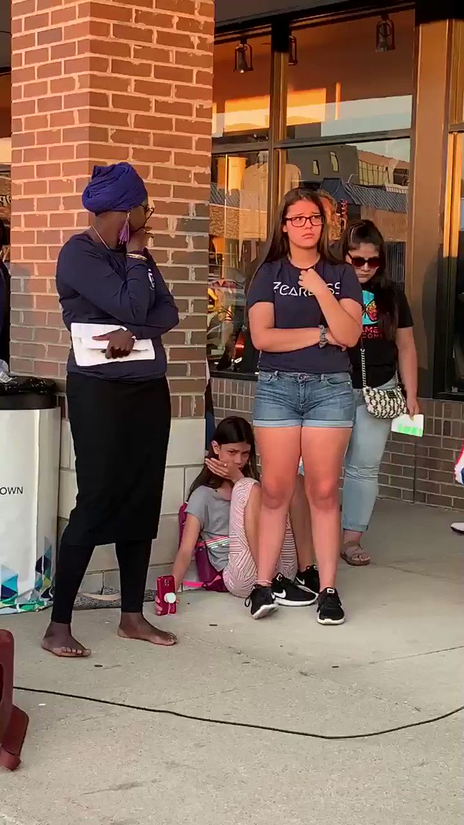 Detroit 2 children lost their Mom to ICE arrest. They have a younger sister. No goodbye no warning. She was gone when they came home from school. In US for 20 yrs worked paid taxes helped her Church! This happened in Madison Hgts!  https://twitter.com/polo5/status/1149861935220965376?s=17 …