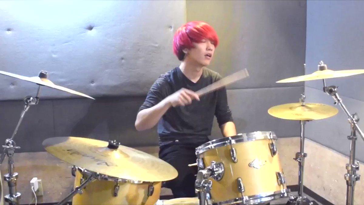 🍅【ドラム叩いてみた!!】🍅  今日はOfficial髭男dismの 『Pretender』のドラムを叩きましたよ!!!  良い曲過ぎます。゚(゚´ω`゚)゚。