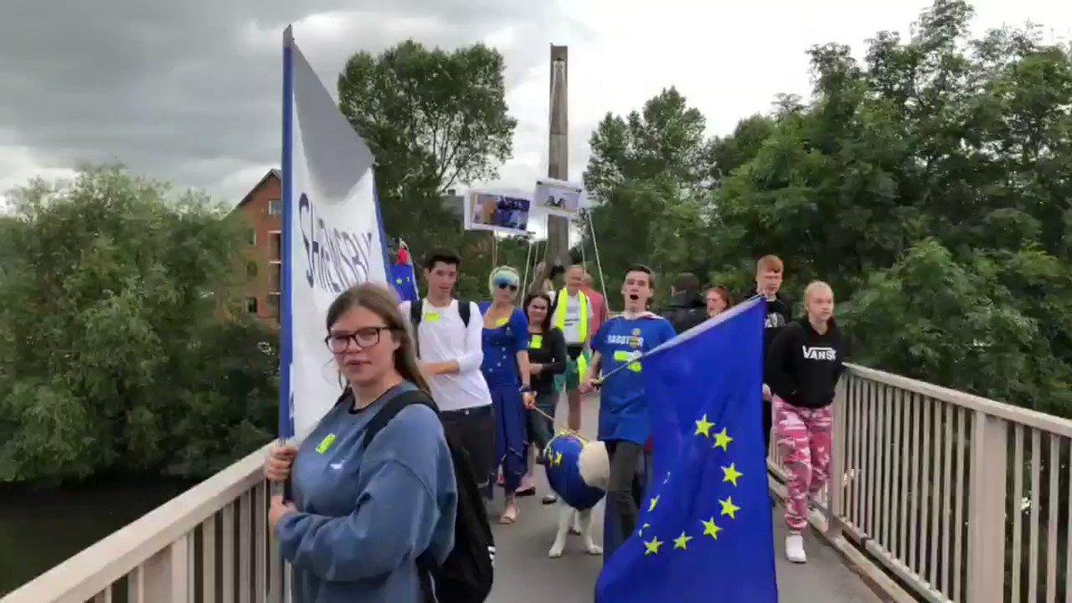 7/ #EUsupergirl #EUsuperwolf on the bridge with @OSGARIA & @ShropYouthForEU 🤩🇪🇺❤🏳️🌈🐺😍 #TheFutureisEurope #EUsupergirlTour #StopBrexit