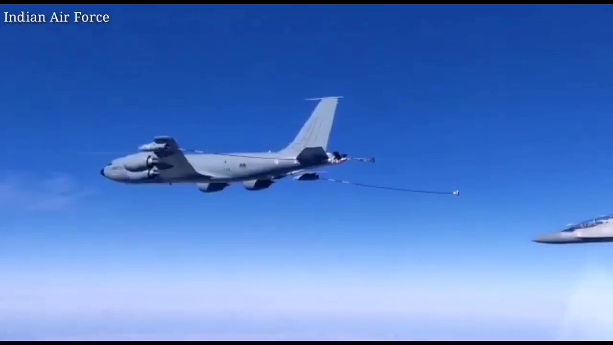 #ExGaruda2019 : During the exercise Garuda, the French Air Force & Indian Air Force trained together to achieve better interoperability & operational capability. Glimpse of a FAF's KC-135 tanker refueling IAF's Su-30MKI aircraft. @Armee_de_lair @Indian_Embassy @SpokespersonMoD