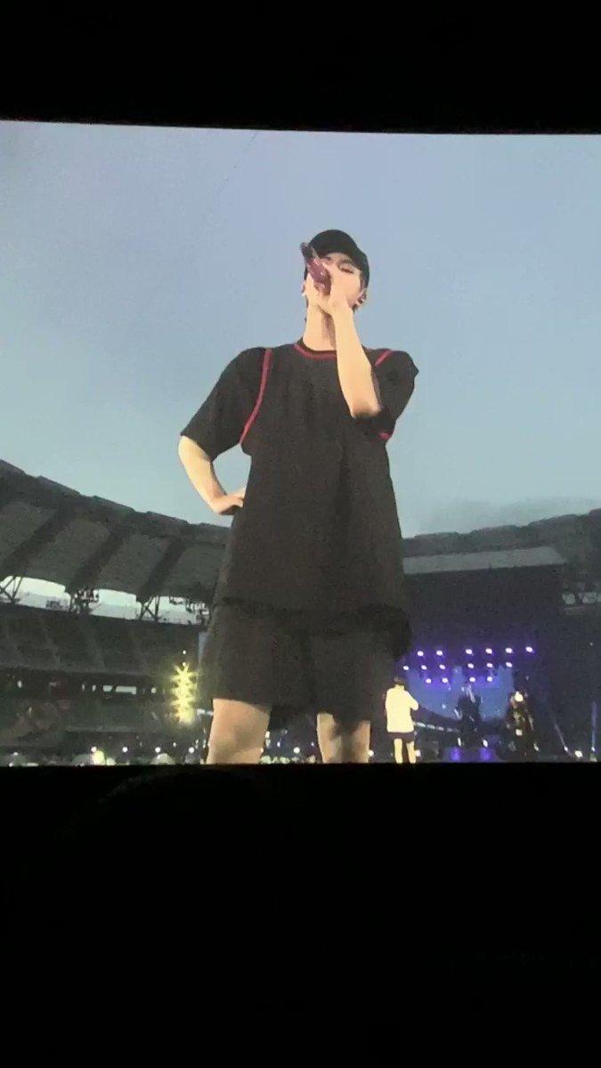 Shoulder gangster Shoulder hyung Pacific Ocean shoulders 60cm shoulders They are not wrong! Hes just got such HUGE and BROAD shoulders! #JIN #진 #석진 #김석진 #석지니 #worldwidehandsome #방탄소년단 #BTS @BTS_twt #ジン #金碩珍