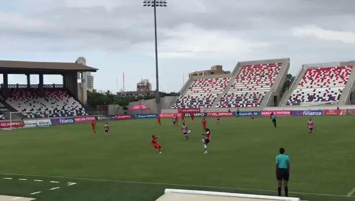 Golazo de Yoreli Rincón al minuto 52, en el estadio Romelio Martinez de Barranquilla. Las Tiburonas de @juniorclubsa derrotan 2-0 a Real San Andrés.