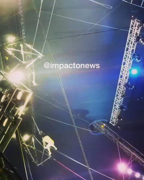 Nuestra admiración para los trapecistas del Circo Gigante de Dinosaurios en el parqueadero de Makro Barranquilla. A pesar del choque de cabezas en las alturas, superaron la prueba.