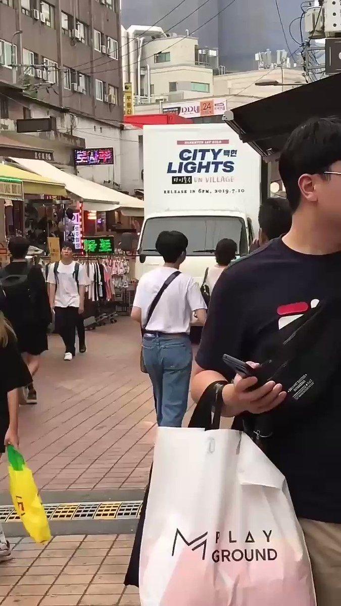 บ้าน Baekhyunbar โปรโมทบั้ม Solo ของพิแบคด้วยรถทรัคคันใหญ่เลยจ้า แม่ก็คือแม่ไง..ทุ่มสุดตัวงานนี้ 👏 #BAEKHYUN_CityLights #BAEKHYUHN #EXO @B_hundred_Hyun @weareoneEXO