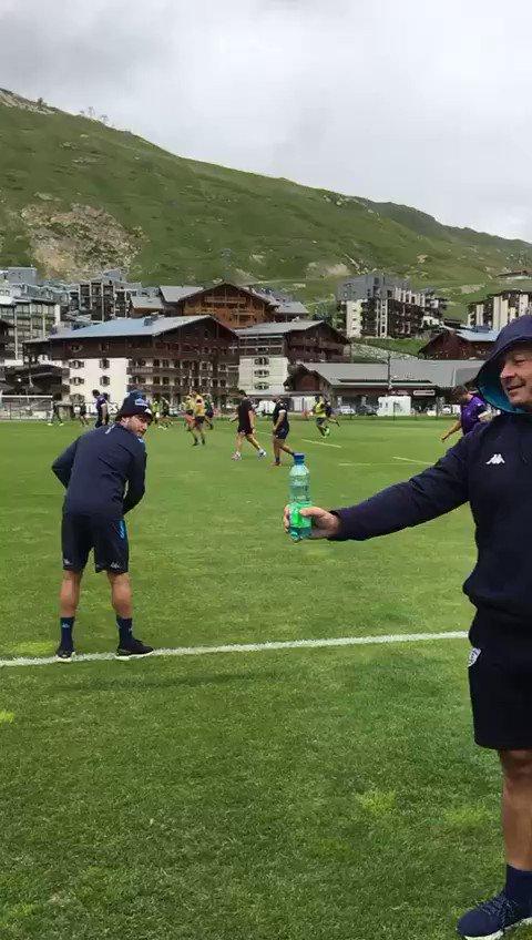 Défi relevé par @Benpaillaugue en chistera s'il-vous plait ✌🏼🍾 @CanalRugbyClub @staderochelais  😉  #BottleCapChallenge