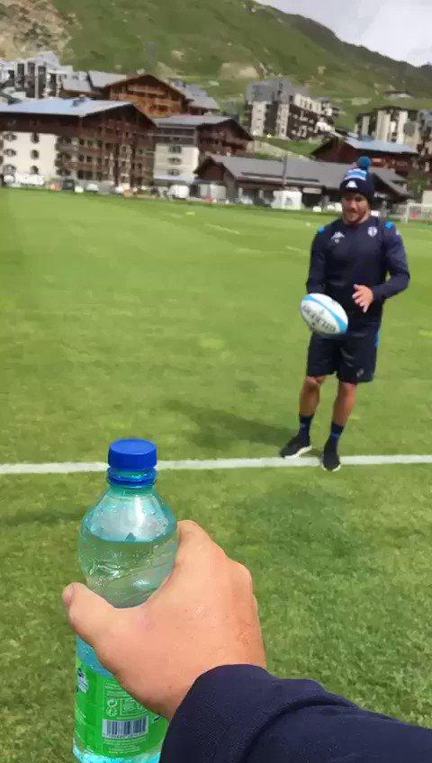 #BottleCapChallenge 🍾  @Benpaillaugue a tenté de hausser le niveau, mais... 🏉💥  (Aucun cameraman n'a été blessé durant le tournage de cette vidéo.)