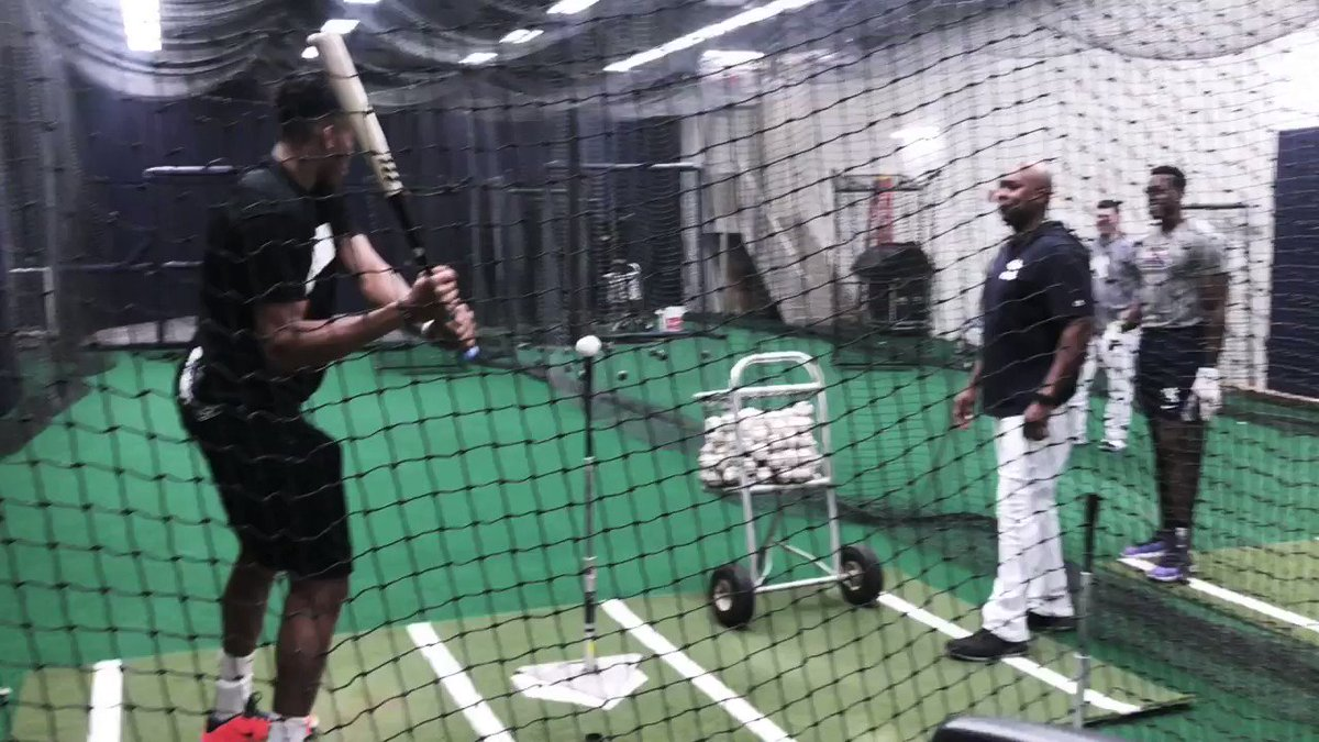 RT @BaseballBros: Giannis Antetokounmpo trying to hit a baseball off a tee is the video of the night! https://t.co/6YEmabsFMI