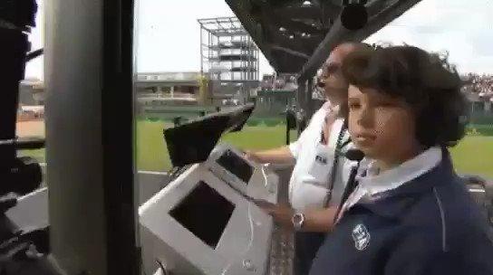 El hijo de Charlie Whiting estuvo en la salida del #BritishGP. #BoxInThisLap #Formula1