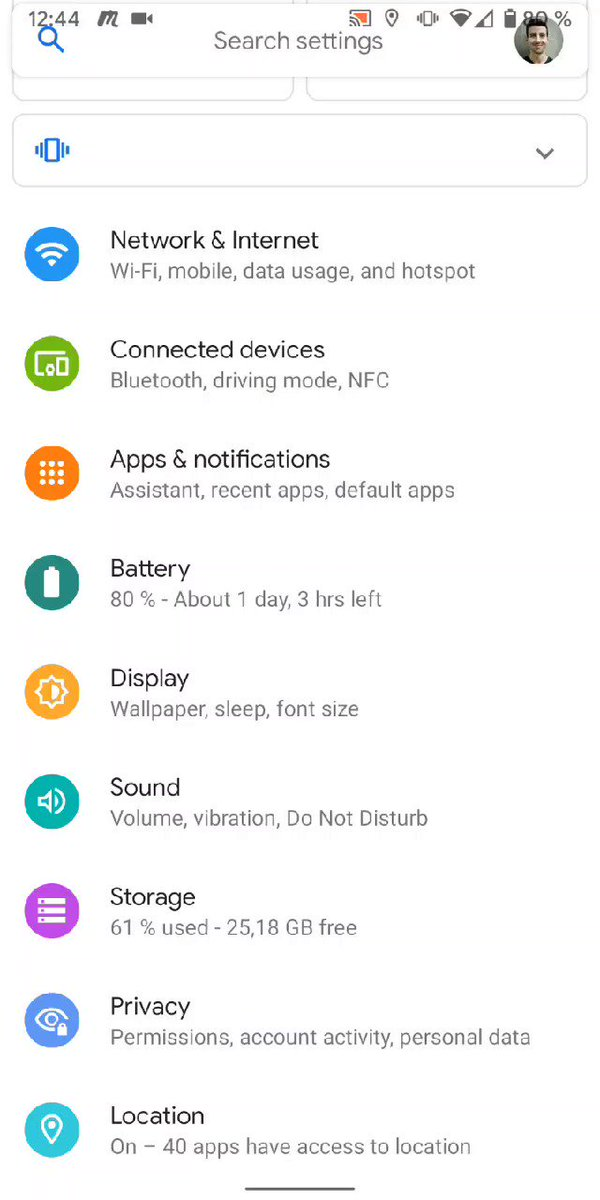 It took me a while to get use to opening  #GoogleAssistant by corner swiping in the last #androidq beta. I think I would have preferred a shortcut to go to back to home screen when navigating across app icons.