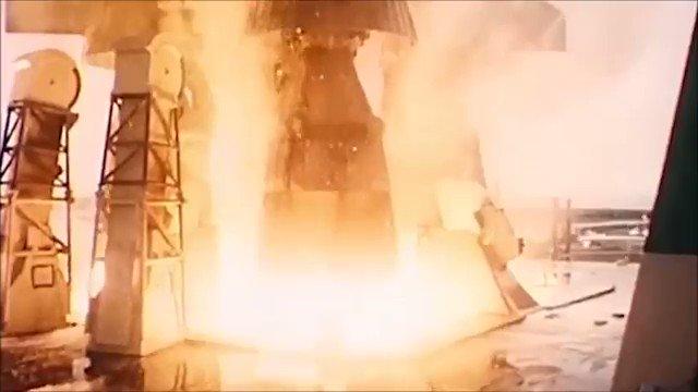 🌕Hoy se cumplen 50 años del #Apollo11 fue una misión espacial tripulada de Estados Unidos cuyo objetivo fue lograr que un ser humano caminara en la superficie de la Luna.🚀 🛑Se envió al espacio el 16 de julio de 1969, llegó a la superficie de la Luna el 20 de julio👨🚀 #Apollo50