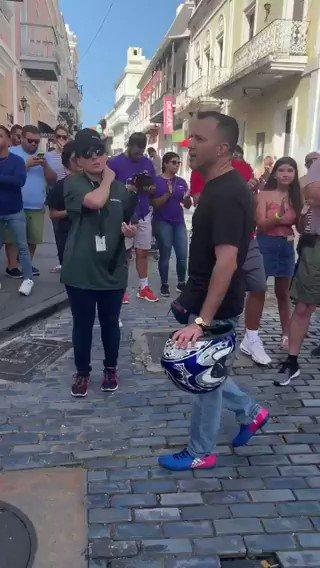 #AHORA Siguen las protestas frente a La Fortaleza en San Juan #RickyRenunciaYa gritan los manifestantes #PuertoRico🇵🇷