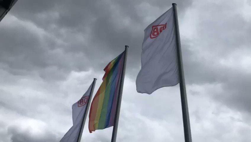 Flag for diversity at central train station in #Berlin - we stand for #diversity #diversityatDB @Christine_E_ @DBKarriere @DB_Presse @ChartaVielfalt @KuespertSusanne #flaggefürvielfalt