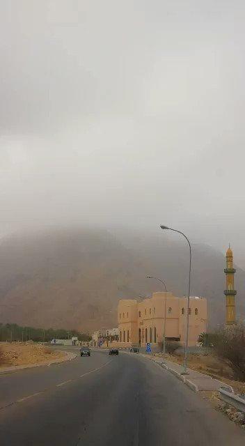 من الأجواء الصباحية في ولاية #بوشر والسحب المنخفضة تلامس الجبال #الخيمة_العمانية