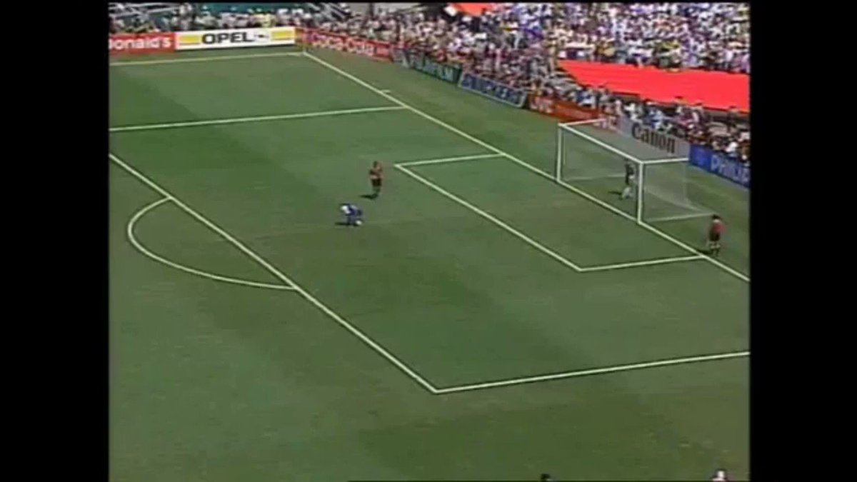 📅 #OnThisDay in 1994...  Brazil overcame Italy in the first ever World Cup final penalty shoot-out - with Italian hero Roberto Baggio missing the crucial kick 🎯❌  The Seleção lifted their fourth World Cup title at the Rose Bowl in California 🇧🇷🏆