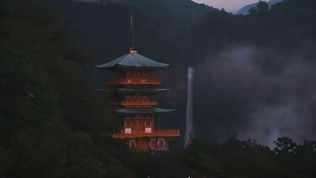 ひぐらしの鳴き声と那智の滝。運良く数秒だけ霧が出ました。なんか永遠に見てられそうなんですけど。