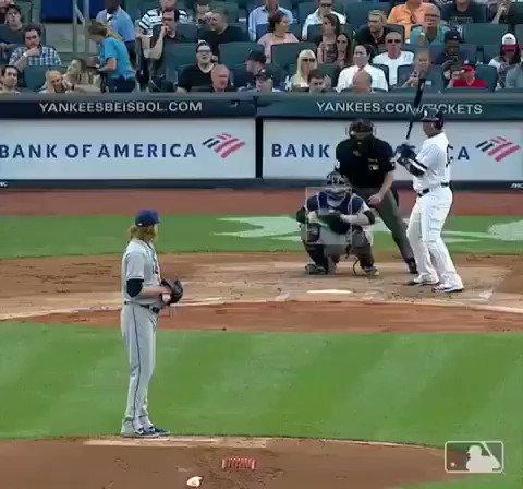 Encarnación sigue ardiendo con el madero 🔥🔥🔥🔥llegó a 28 esta temporada @MLB @Yankees