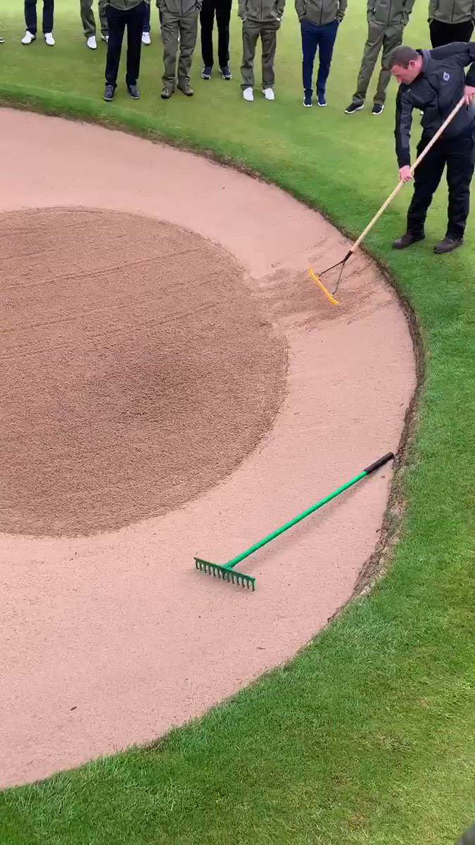 How to rake a bunker by Graeme Beatt Course Manager Royal Portrush ⛳️👍