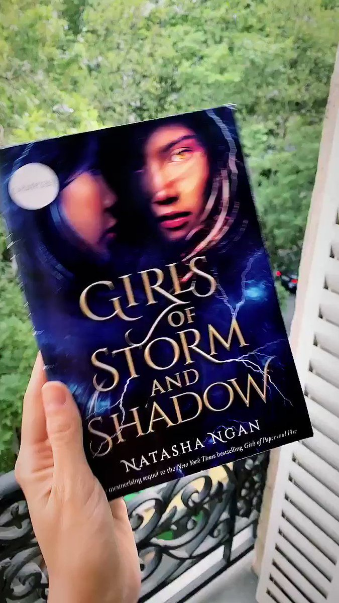 💙 Hello friends! 💙 I have three signed copies of the UK samplers for GIRLS OF STORM AND SHADOW to give away! There were only ~50 copies of these printed so they are super exclusive! To enter:   ✅ RT ✅ Follow me ✅ Follow @hodderscape   Ends 24 July, open internationally!