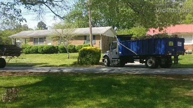 Greenville Sanitation doing their thing. #dumptruck #tarp #trucklife #keepontrucking #truckdrivers #haul #wasteindustry #yardwaste