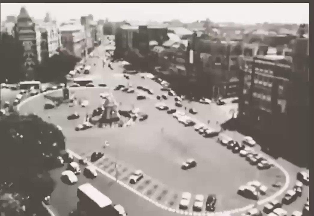 #ThursdayTrivia #Mumbai was such a nice place. No #traffic wide roads & plenty of free #parking space. Video of #FloraFountain in gold old days @RoadsOfMumbai @mumbaitraffic @mumbaiheritage @richapintoTOI @tanushreevenkat @DighavkarKiran @somitsenTOI @rajtoday @hvgoenka #heritage