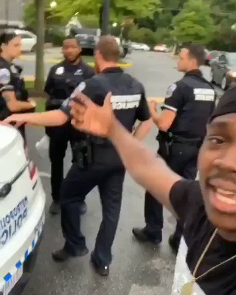 THREAD OF COPS GETTING BULLIED BY PROTESTORS CUZ ITS THE ONLY GOOD CONTENT RN https://t.co/hvOpr1jVOA