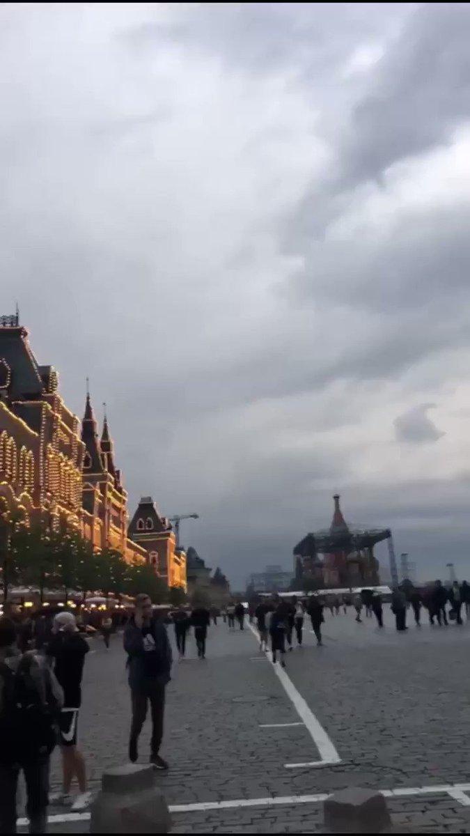 فيديو مباشر وصلني قبل قليل من أحد المتابعين الكرام من الساحة الحمراء بالجميلة #موسكو #روسيا ألف شكر له وتمنياتي لك برحلة سعيدة يالغالي 🌺