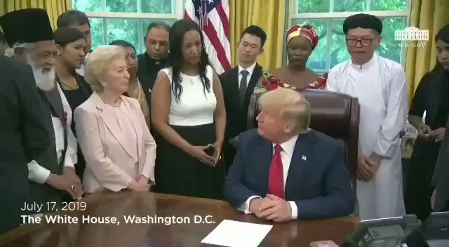 81 year old Abdul Shukoor from Ahmadiya minority community of Pakistan meets Trump. Heartbreaking as he talks about how they were declared non-Muslim in 1974 by Pak and their houses/shops gutted & looted. Spent 5 years in prison for selling books. We have left everything to God.