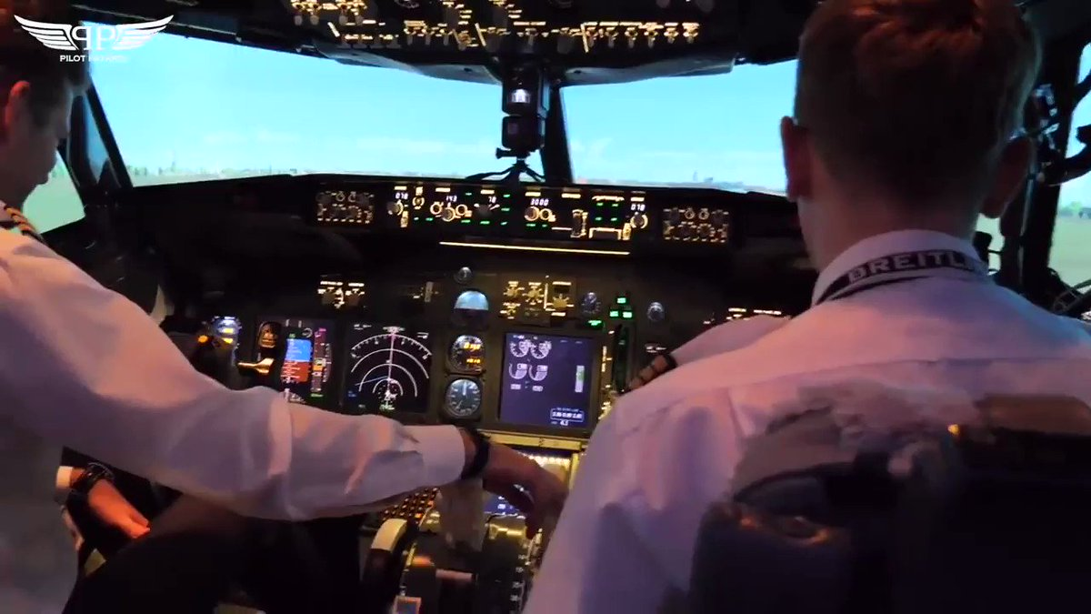 Can a passenger land an #airliner safely? Check out my #Youtubevideo to find out.#aviation #aviationdaily #pilot #jetpilot #pilotpatrick #flying #pilots #instagood #instalike #followme #aviationphotography #flyingvideo