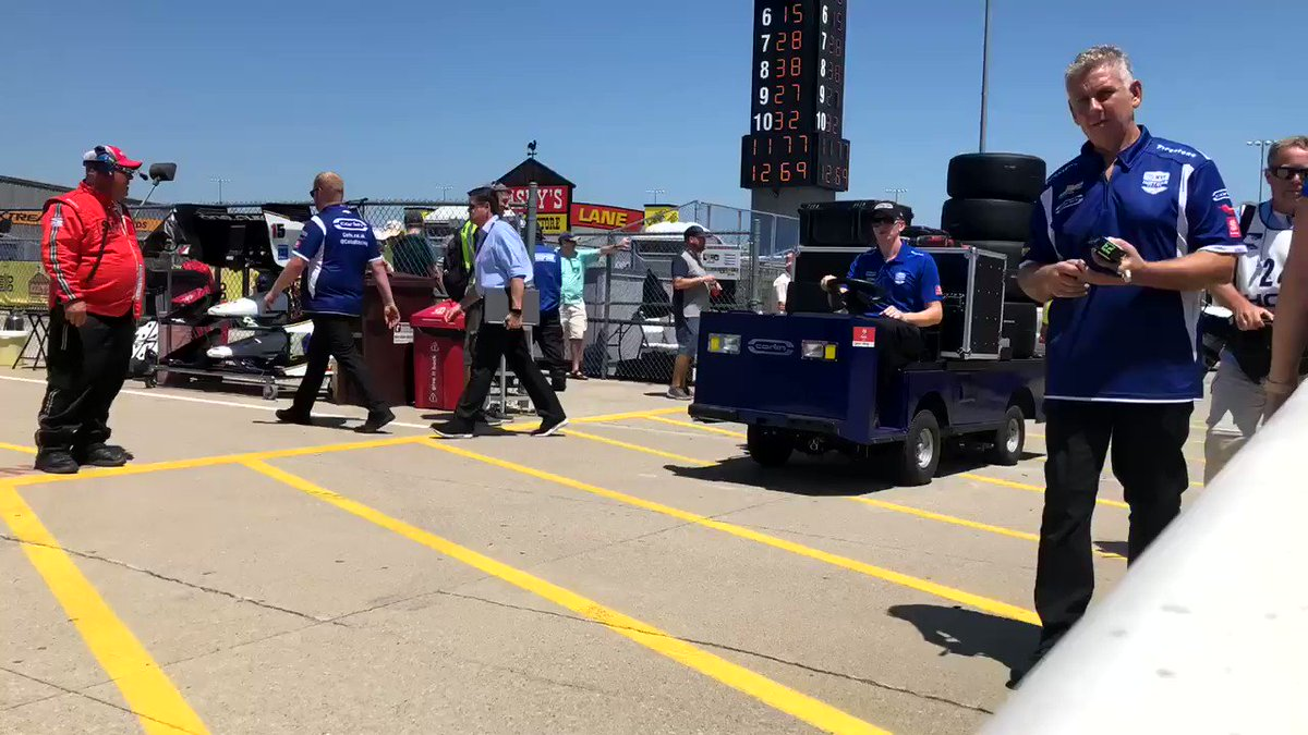 Movin' on out! The @IndyCar Series heads out to set the pole for tomorrow's #Iowa300.