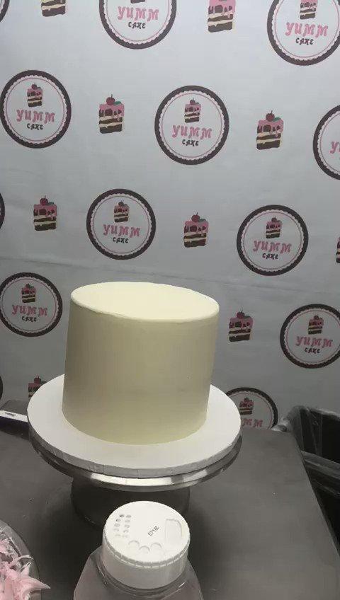 New video! Buttercream cake with rainbow sprinkles!!! 😍🍰🌈✨ #yummcake | #cake | #bolobrasileiroemorlando | #baking | #dessert | #cakeporn | #cakelover | #cakedecorating | #cakesofinstagram | #birthdaycake