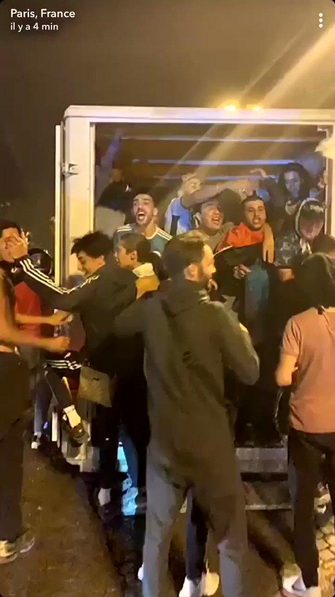 #ChampsElysees : «On va tout casser ouai ! On va tout casser ouai !» #SENALG https://t.co/nos1cE1yVH