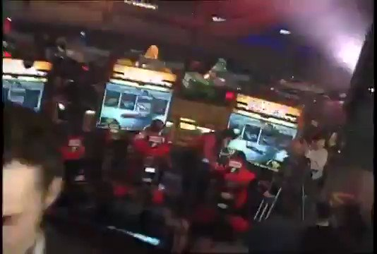 Vince Vaughn very possibly maybe drunk with Carmen Electra at GameWorks' launch party in 1997 (plus a look at Sega Super GT) https://t.co/yJltw1YFH4