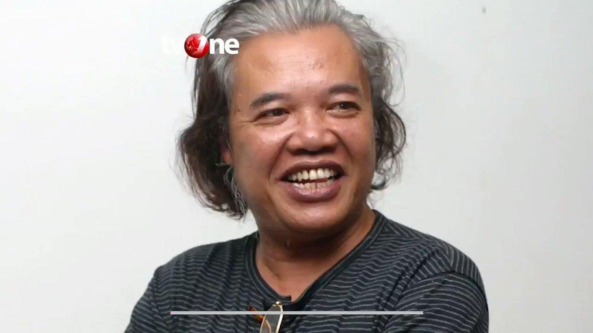 ARSWENDO ATMOWILOTO MENINGGAL DUNIAArswendo Atmowiloto meninggal dunia pada Jumat (19/7) pukul 17.50 WIB di usia yang ke 70 tahun, setelah berjuang melawan kanker prostat.Arswendo Atmowiloto merupakan seniman dan budayawan legendaris di Indonesia.#NewsOne #Seniman #Budayawan