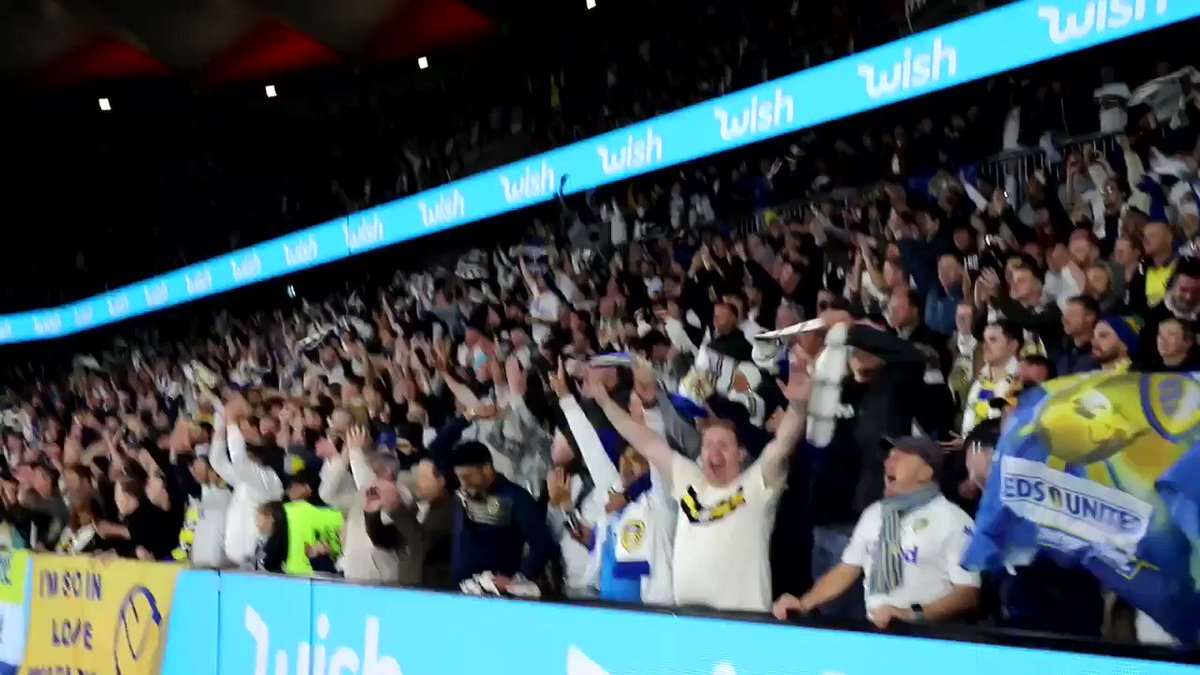 🙌 Unbelievable again! The moment 10,000 #LUFC fans celebrated Pablo's winner at the @BankwestStadium! #LeedsInSydney