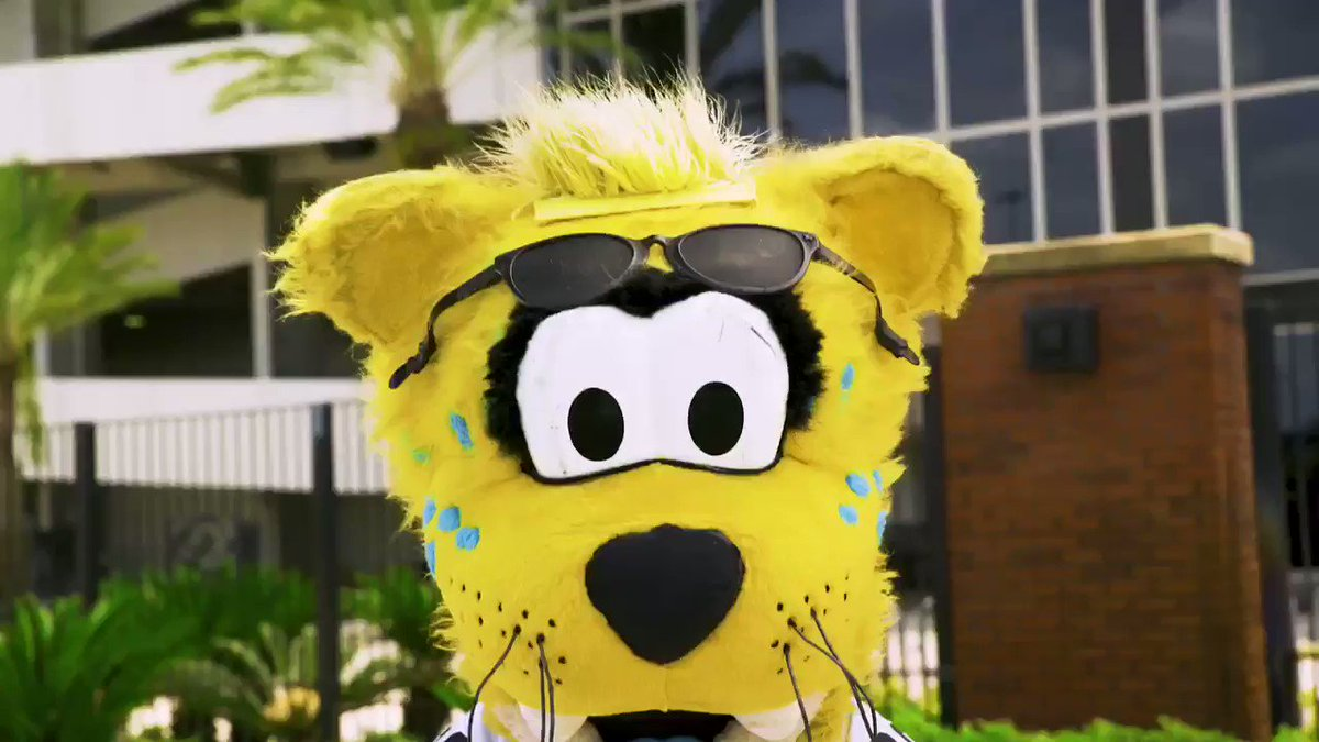 Well, that's one way to open a @Pepsi, @JaxsonDeVille. #BottleCapChallenge